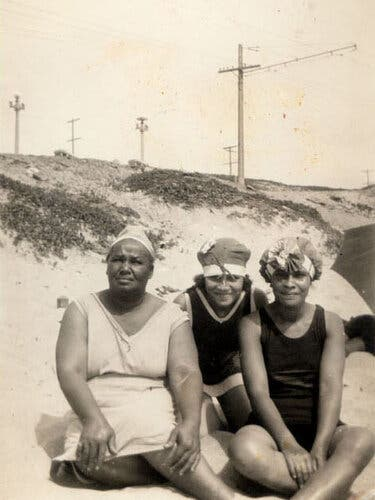 Willa Bruce, left, with her daughter-in-law and her sister in Manhattan Beach in the 1920s.