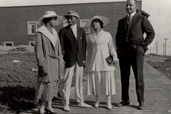 Visitors to Bruce's Beach in 1920.